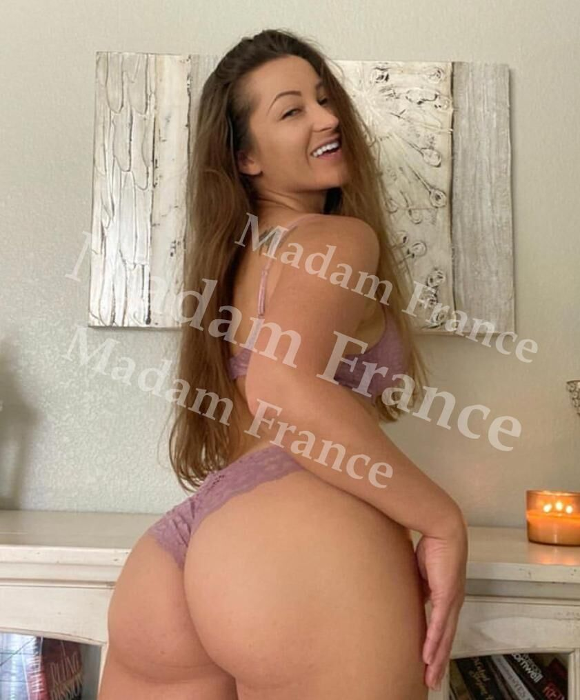 Coralie  model on Madam France escort service