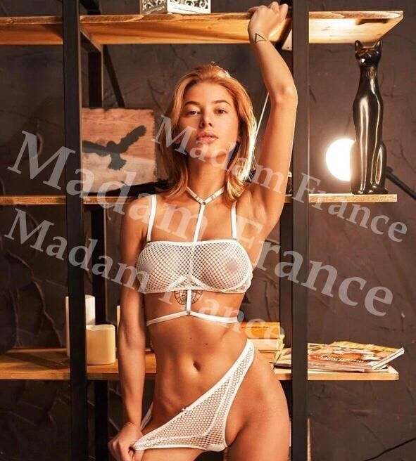 Debbi model on Madam France escort service