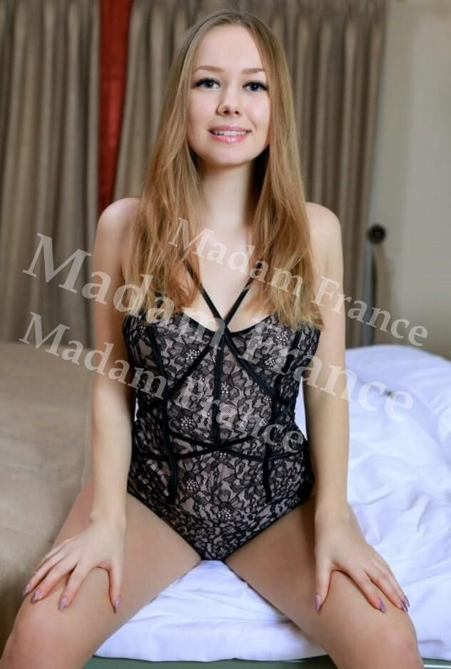 Moscow model on Madam France escort service