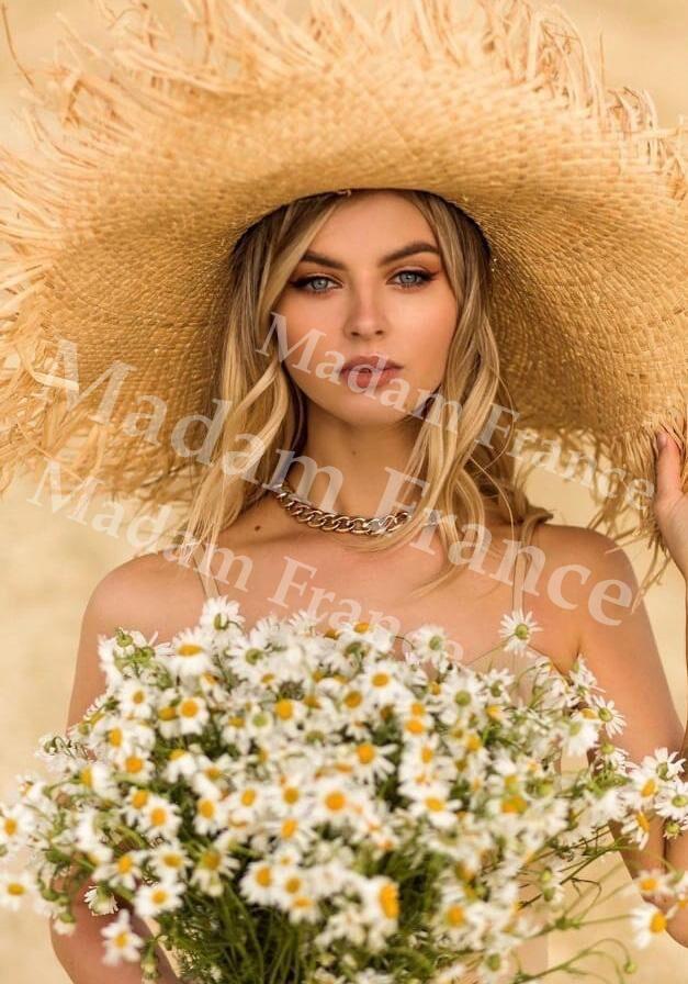 More model on Madam France escort service