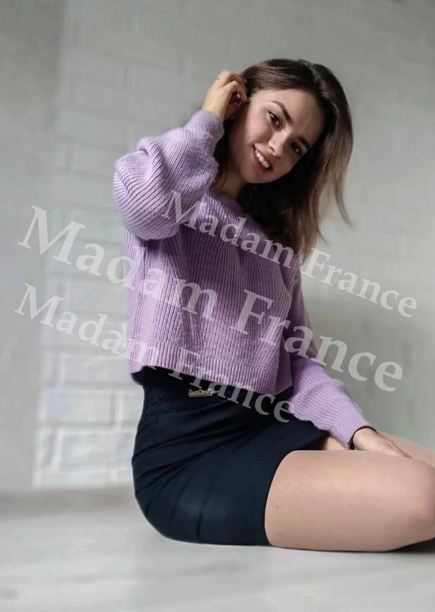 Bet model on Madam France escort service