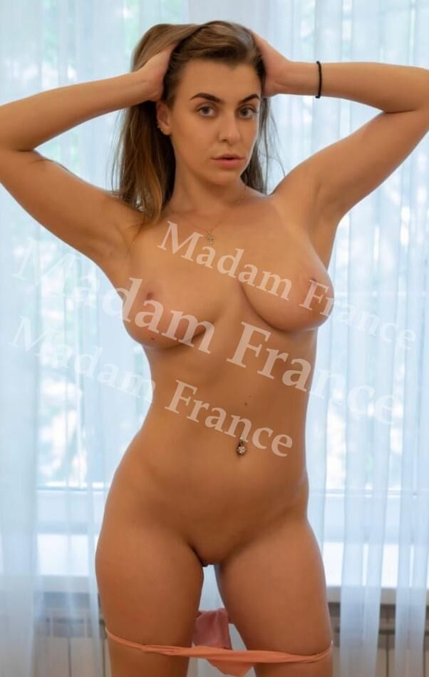 Bely model on Madam France escort service