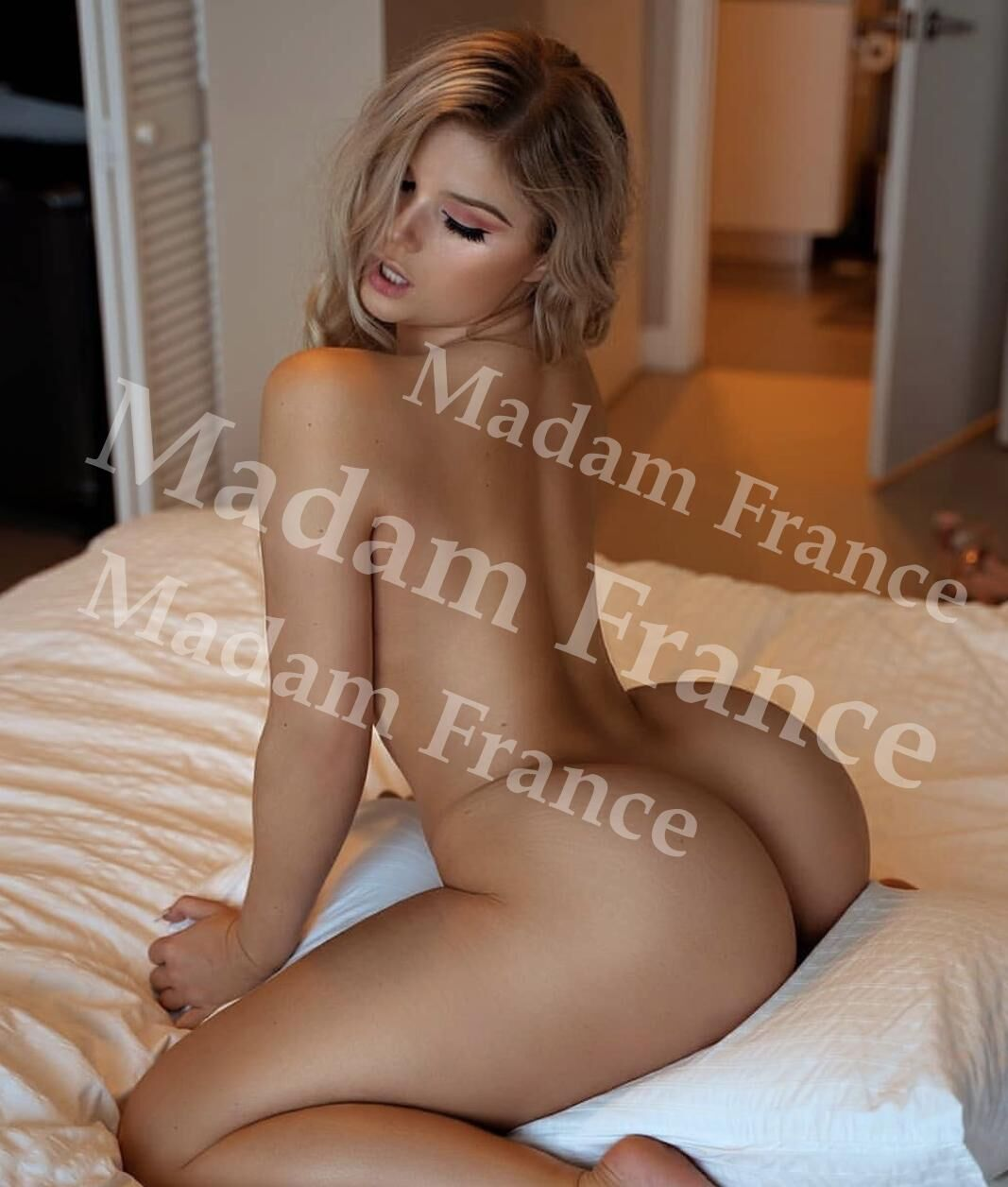 Arlene model on Madam France escort service