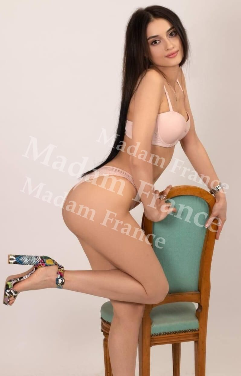 Gold model on Madam France escort service