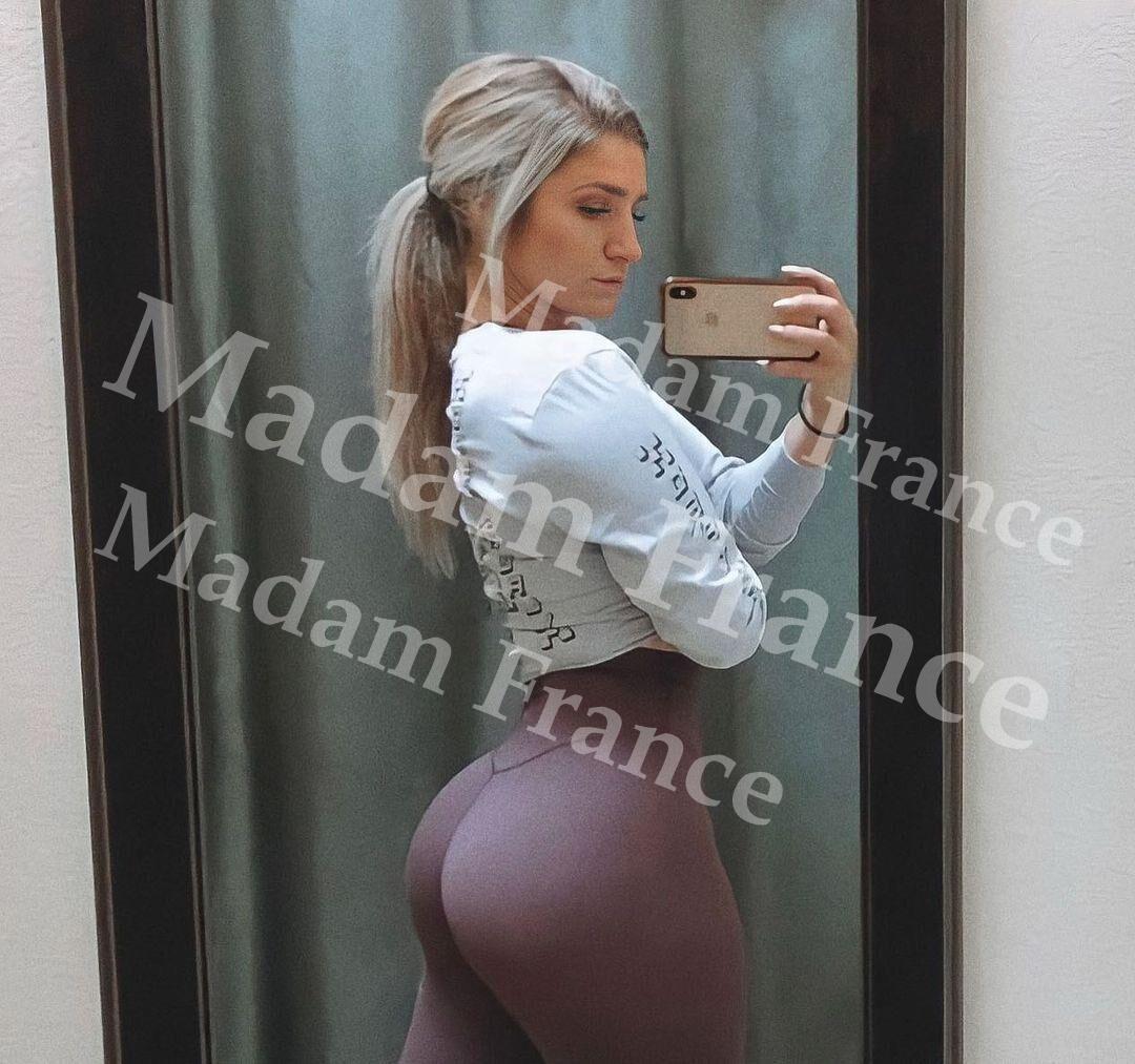 Rendez-vous discret model on Madam France escort service