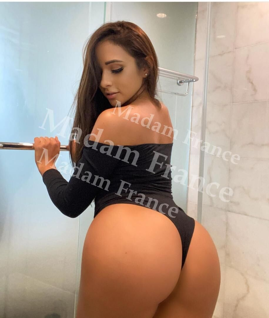 Nadiatha model on Madam France escort service