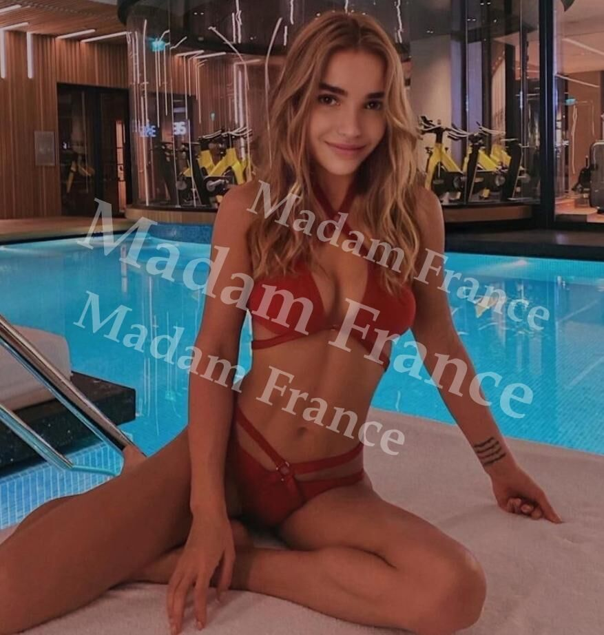 Zoe model on Madam France escort service