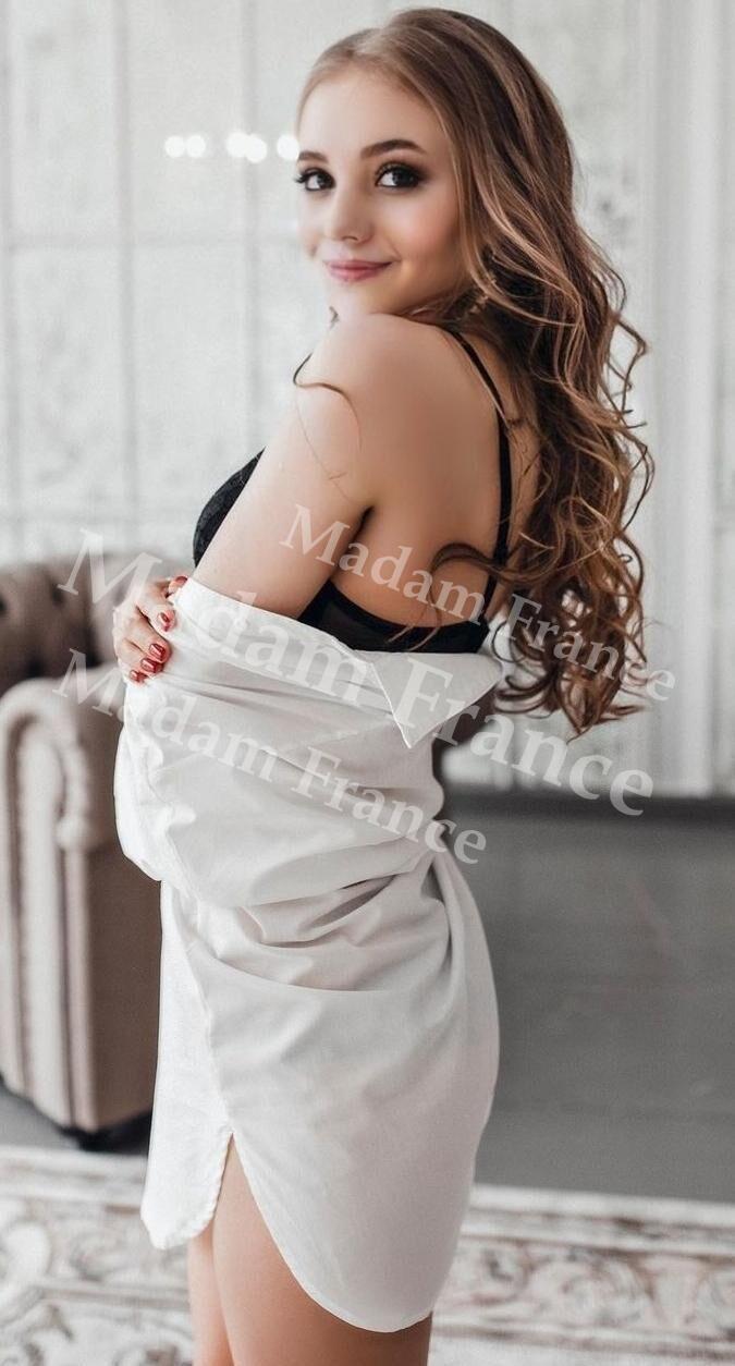 Desha model on Madam France escort service