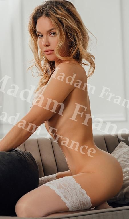 Kolumbia model on Madam France escort service