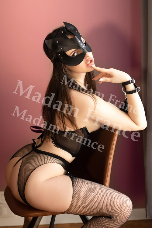 Model Roxy on Madam