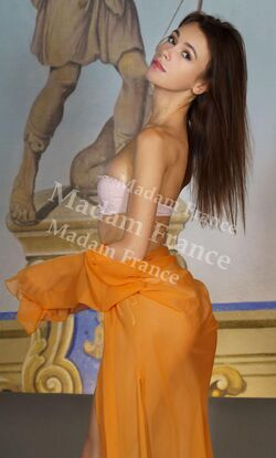 Model Groma on Madam