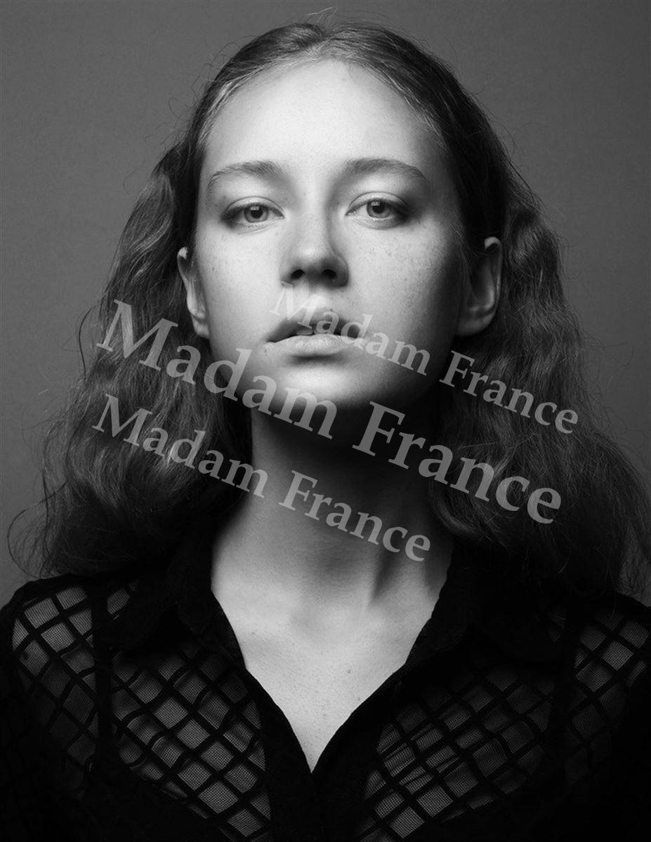 Lesya model on Madam France escort service