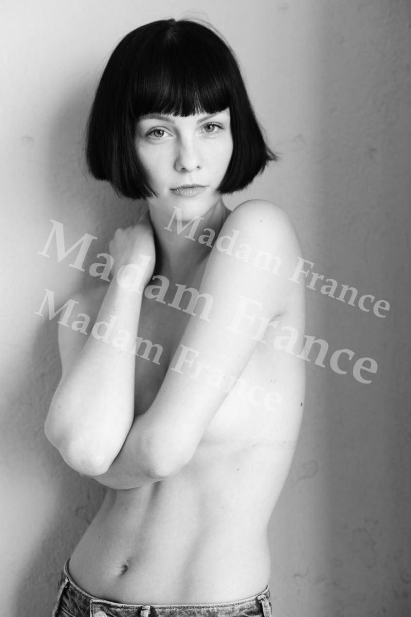Assole model on Madam France escort service