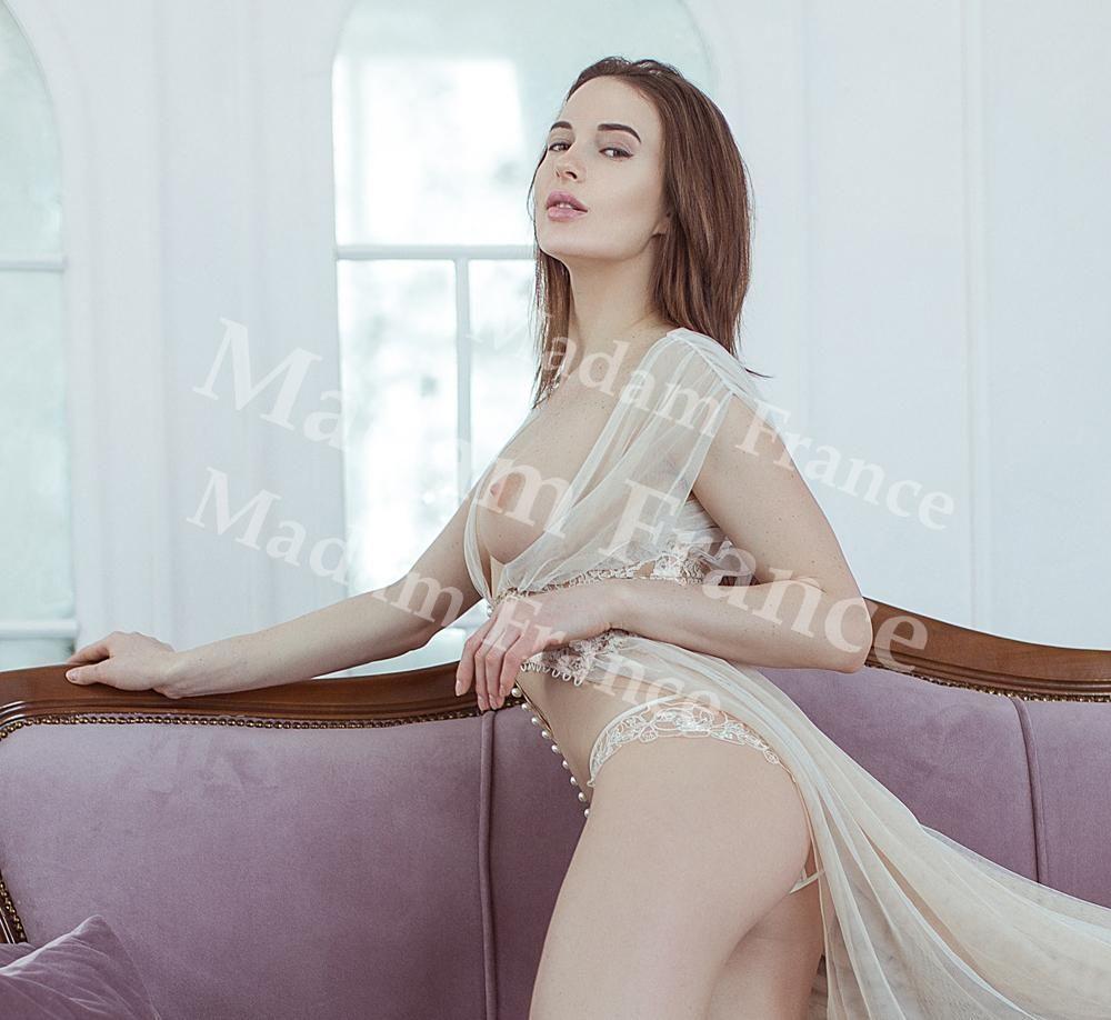 Elsi model on Madam France escort service