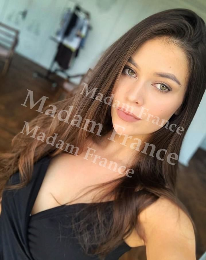 Lys model on Madam France escort service